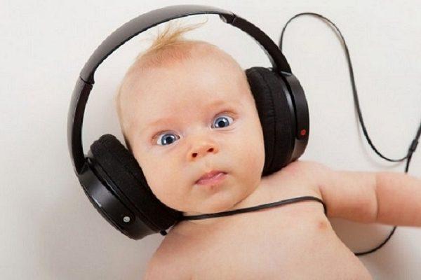 علائم کم شنوایی در نوزادان کدامند؟